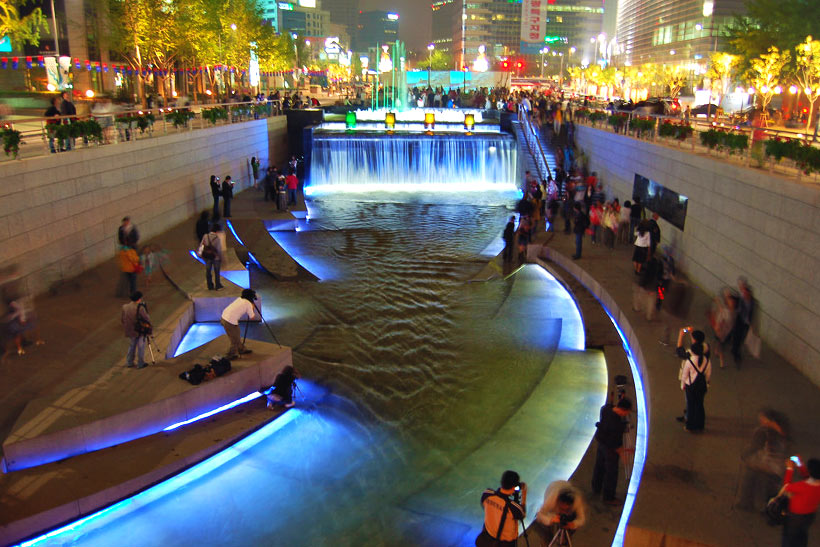 10 Amazing Things To Do In Seoul, South Korea: Cheonggyecheon © riNux