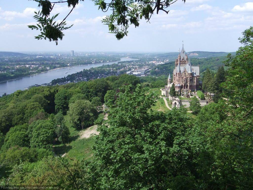 Siebengebirge, Blick von Remagen-Rolandswerth ueber den Rhein zum Schloss Drachenburg, Koenigswinter; View from Remagen-Rolandswert with Rhine river to castle Drachenburg, Koenigswinter